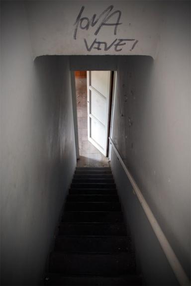 Oscuridad en la escalera